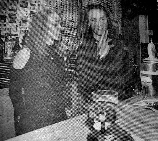 Utestedene i  Vestvågøy var ikke forberedt på den nye røykeloven som trådte i kraft. - Skal jeg bygge om for å tilfredstille de nye reglene kan jeg like godt stenge , sa Ronny Pedersen på Idun pub i Stamsund. Her sammen med  ansatte Veronica Holan.