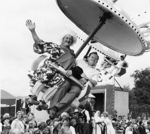 Sjå glimt frå Florødagane i 1981. Ordførar Dagfinn Hjertenes på tivoli. Vi har dessverre ikkje særleg mykje info om bildene.