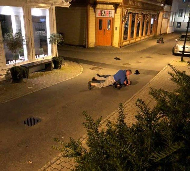 SLÅSSKAMP: Det var dramatikk i Flekkefjords gater natt til lørdag.