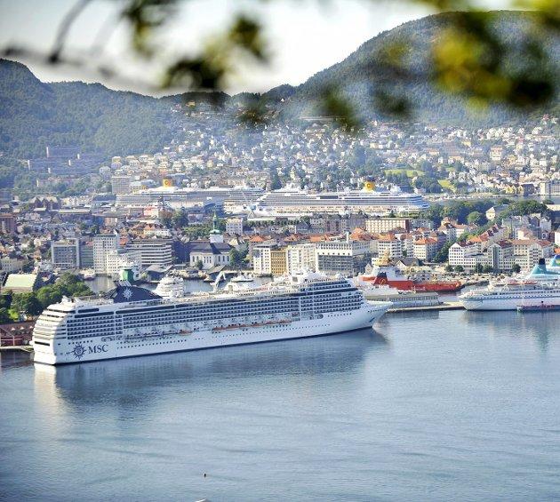 Bergen havn får ikke støtte fra Enova til å etablere landstrøm for cruiseskipene. Grunnen er at Venstre ikke evner å gjennomføre sin egen politikk. ARKIVFOTO: EIRIK HAGESÆTER