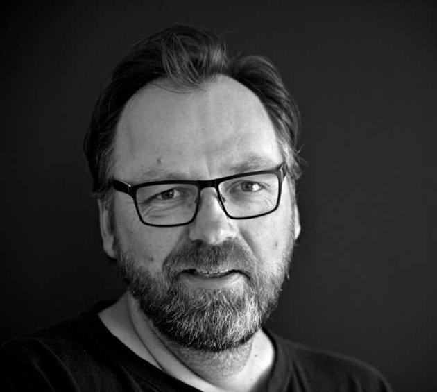 – Vi skal ha temperatur og meningsutveksling med stor takhøyde. Men folkeskikk og edruelig omgang med fakta skader heller ikke, mener Arild R. Hansen, konstituert nyhetsredaktør i Laagendalsposten.