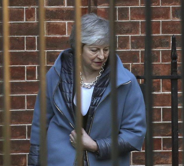 PRESSET: Det tikker ned til brexitday og ennå vet ingen hva utfallet blir, skriver Knut Arne Sanden. Bildet viser statsminister Theresa May forlate Downing Street.