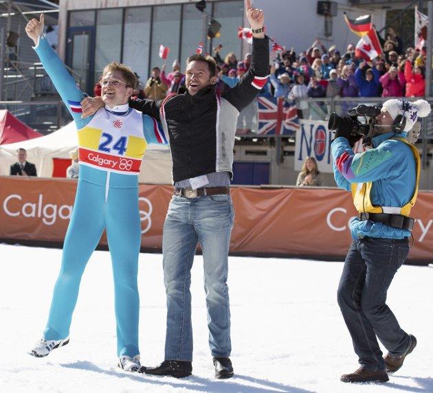 Nådde målet: Eddie the Eagle, spilt av Taron Egerton, nådde OL-målet sitt mot alle odds.Foto: Filmweb.no