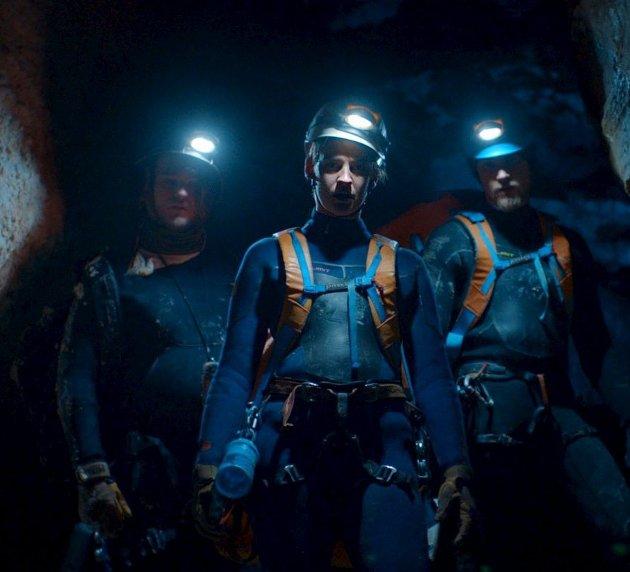 Norsk naturthriller: I «Cave» møter vi de tre vennene Viktor, Charlotte og Adrian, på en klaustrofobisk tur.Foto: filmweb.no
