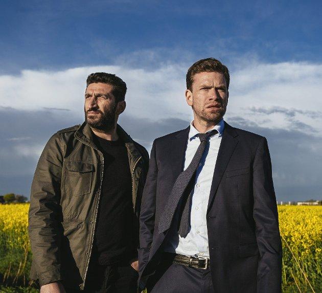 Tredje filmen: Etterforskerne Fares Fares og Nikolaj Lie Kaas løser mysterium nummer tre med filmen om brevet i flasken.