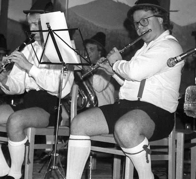 1987: Tyroleraften arrangeres på Phønix inspirert av den verdenskjente oktoberfesten i München: Dag Solheim førte an i det 10 manns store orkesteret ''Ronald Schnipfelgrüber Tyrolerkapelle'' med medlemmer fra Fredrikstad Ungdomskorps. Foto: Geir A. Carlsson, FB 13.10.1987