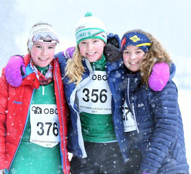 VENNER OG KONKURRENTER: Sigrunn (Rustad), Hanna Olea (Rustad) og Stine (BSK) er både venner og konkurrenter.