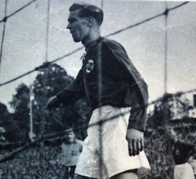 Edgar Falck spilte fotball med Jesper Olsen på Stokka sykehjem.  Forsvarsspilleren var også politikonstabel og elegant bokser.