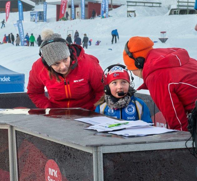 Wilma Isabel Stikbakke fra Gjøvik Skiklubb ble intervjuet i det utendørse tv studio.