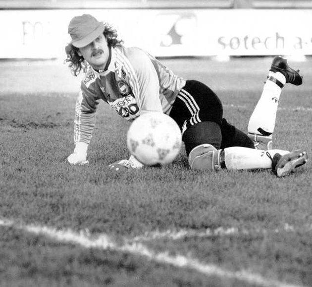 Bjarte Flem kom til Tromsø foran 1985-sesongen og bidro sterkt til opprykket samme år. Han vil for alltid bli husket for å ha kastet ballen i eget mål i den TV-sendte kampen mot Sogndal i 1988, men mange husker ham som en av de beste keeperne i TIL-historien. Han spilte sin siste kamp for klubben på høsten i 1991.