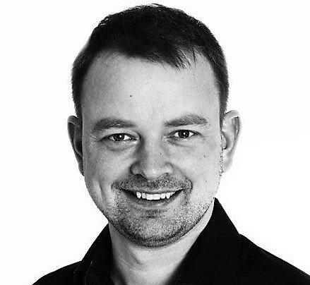TB-KRITIKK: Jeg ikke trenger en lokalavis som forsøker å henge seg på de store overskrifters konkurranse, skriver Henning Jordet.