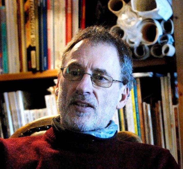 MURSTEIN: – «Hjertets mørke» er en murstein av en roman som i tillegg har fått en delikat utstyrsmessig utforming, skriverlitteraturanmelder Finn Stenstad.