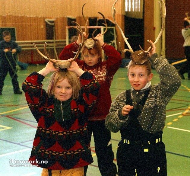 LAKSELV: Samenes nasjonaldag. Per Kristian Simonsen, Linn Beate Balto og Mathilde Digre Rørnes.