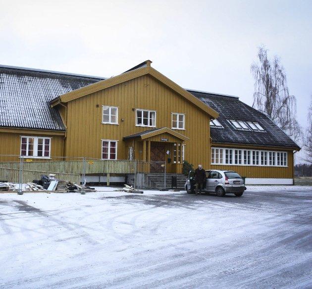 Nansenbygget: Bygget i 1946 og oppkalt etter arkitekten Odd Nansen som designet bygget. Her bygges nå en rullestolrampe.