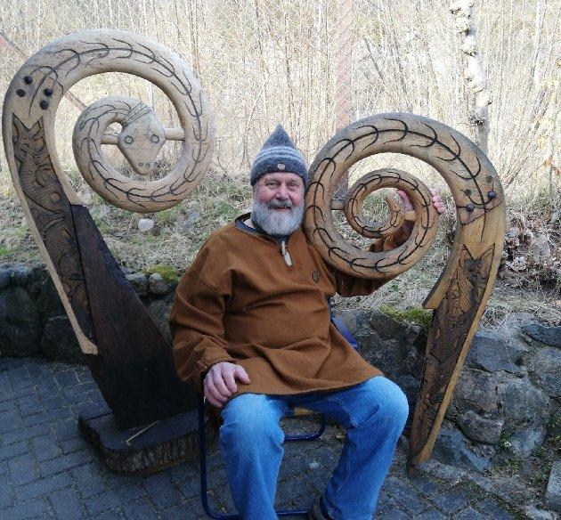 Blant Finn Otto Moskvils mange oppgaver var også å ivareta de ikoniske stevnprydene fra Saga Oseberg, et verv han skjøttet med stolthet.