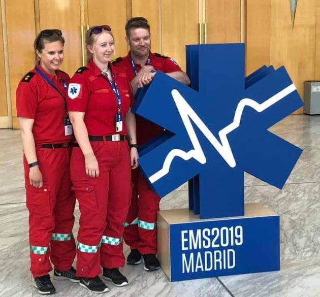 EM I MADRID: Merethe Haugsbakken-Braastad, Anna Opperud Nicolaisen og Øystein Seljenes var et av 16 lag som ble plukket ut til EM for ambulansearbeidere.