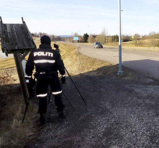 Med laser: Utrykningspolitiet (UP) sto på Hynnåssletta denne tirsdagen, og der kom jeg. Foto: Pål Nordby