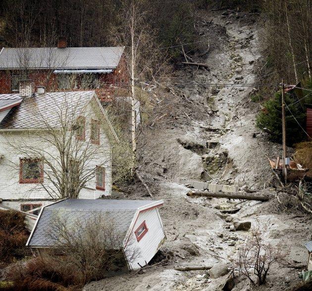 KLIMAENDRINGER: Klimaendringer med fare for ras og skred er en av tre trender Fylkesmannen og fylkeskommunen legger økt vekt på. Bildet viser et jordras på Otta i 2008.