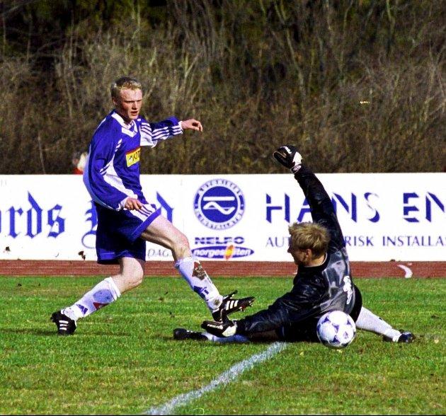 26. april 1999: Spillesugne Sandefjord-spillere utklasset Manglerud/Star uten å hente frem sitt beste Unggutten Jon Midttun Lie trengte ikke mange minutter på å sende inn en velbegrunnet søknad om en plass i startoppstillingen mot Ullern helgen etter. To identiske scoringer på under 10 minutter var en solid søknad til trener Skrede.