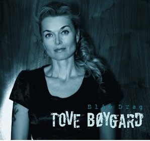 "Tove Bøygard - framside på ""Blåe drag"""