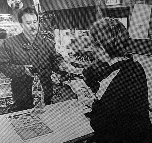 Trond Handberg var innom og kjøpte en brus  på Borgkiosken. Han var ikke i tvil om at Borgkiosken var viktig for lokalmiljøet.  Han kunne også fortelle at han hadde vært innom puben i påska. Der var det både musikk og god stemning.