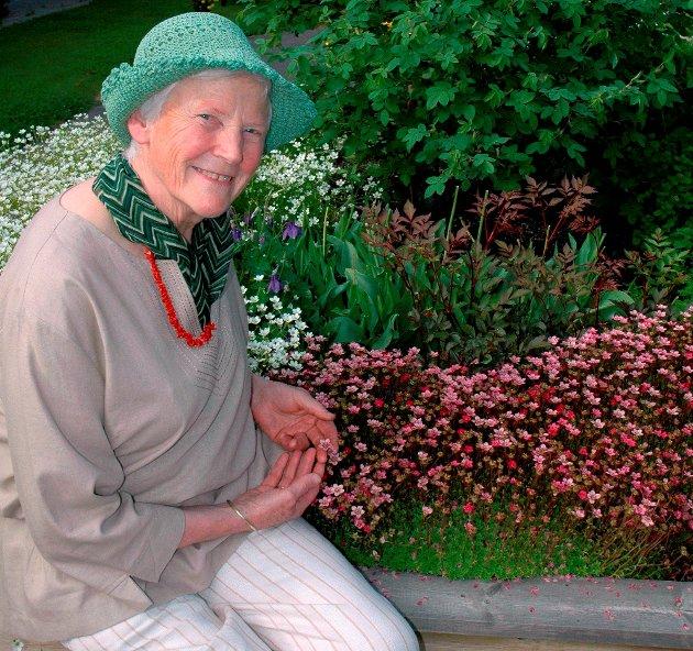 NOSTALGI: - En hage gir gode opplevelser, og følgelig bedre helse for beboerne, sier gartner og hagemester Ester Berger.