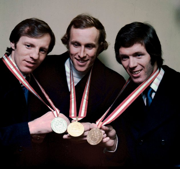 GULLGUTTER: Øistein Veberg liker å mimre tilbake til 70-tallets idrettshelter. Her er de tre norske gullmedaljevinnerne fra OL i 1976 samlet: Sten Stensen, gull på 5.000 meter skøyter, Ivar Formo, gull på 50 kilometer langrenn og Jan Egil Storholt, gull på 1.500 meter skøyter.