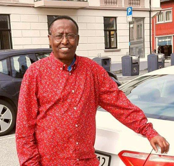 NYTTIG: Abdulle Ali Hersi og medlemmene i den somaliske foreningen i Sarpsborg har gjort en samfunnsnyttig innsats i helgen.