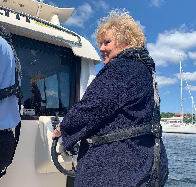 MULIGHETER: Statsminister Erna Solberg (H), her under et besøk i Tønsberg i 2019, kan gjøre både Norge og klimaet en tjeneste ved å åpne for at Oljefondet investerer i brasiliansk regnskog, mener forfatteren.