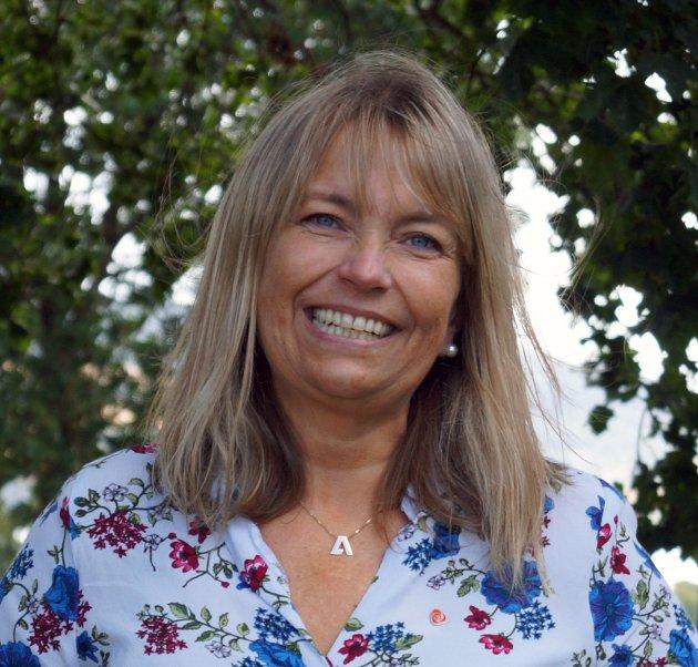 Mona Stormoen (Ap) ønsker svar på om egendrift av kollektivtjenesten er en bedre ordning for innlendingene.