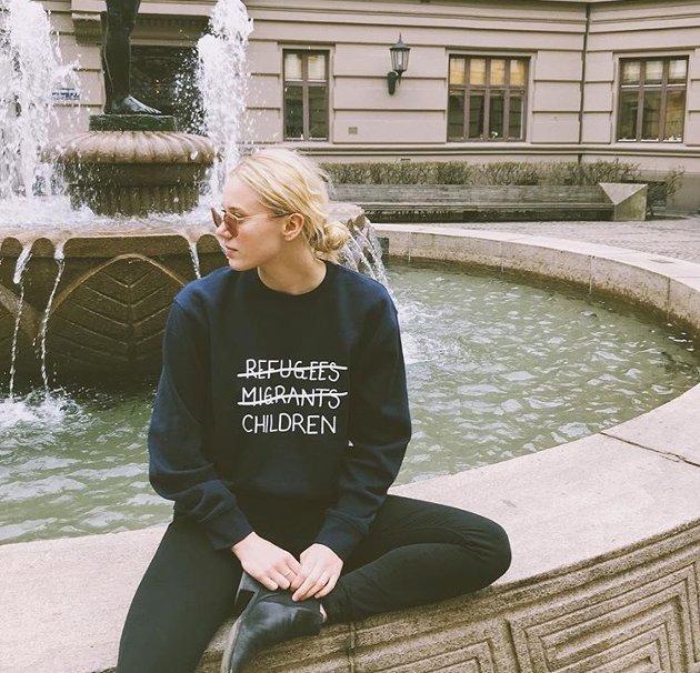 Skam-Nora: Josefine Frida Pettersom som spilte Nora i Skam har hele 1,7 millioner følgere. Hun fikk langt over 300 000 likes og rundt 850 kommentarer da hun postet bilde av seg selv iført genseren til MedHum-aksjonen.