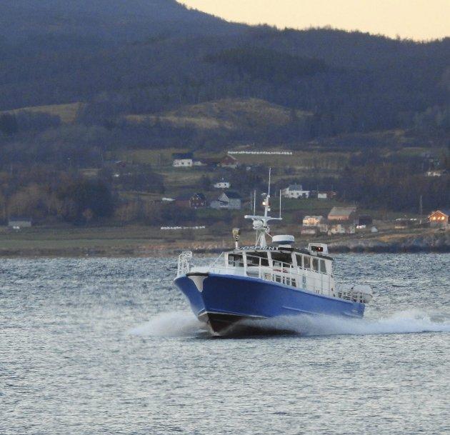 Dyrt: Det kan bli dyrt å legge ned hurtigbåten mellom Kjeldebotn og Evenes. Dyrere for fylket enn det vil være å beholde den. foto: