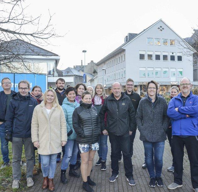 Ved inngangen til årets julehandel stod en samlet handelsnæring i Odda frem og var dypt bekymret for en utvikling preget av økt netthandel og handelslekkasje.