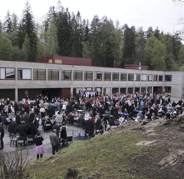 Valgløfter: Kari Ølstad, lærer ved Sydskogen skole, mener nå politikerne må ta ansvar og holde sine valgløfter. De tidligere vedtatte fristene må holdes. Foto: Innsendt