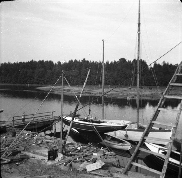 BÅTSLIPP: Inntil salget, hadde båthuset sammen med en slipp på den andre holmen, fungert som båtslipp og -opplag for rundt 40 båter i mange år.