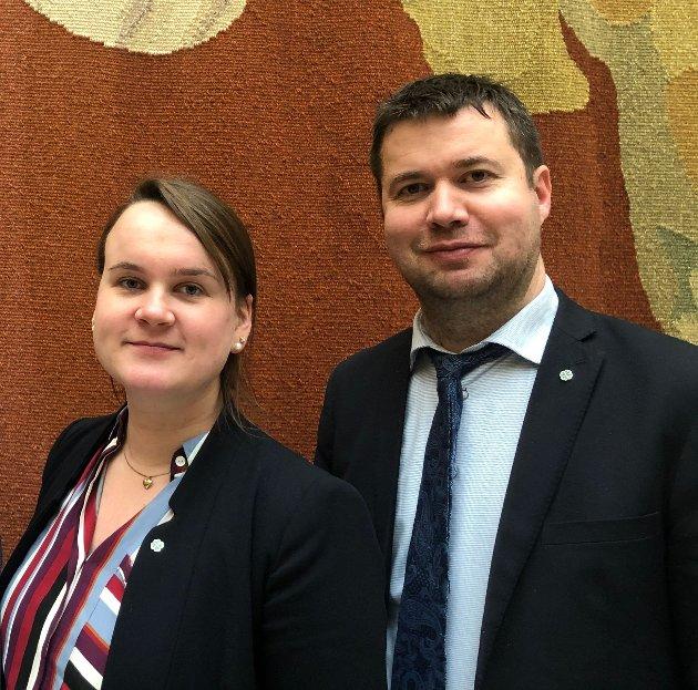 TID: - Senterpartiet er fornøyd med alt vi har stoppa, men mener det er på høy tid å bytte ut Høyre i regjering med noen som vil landbruket i hele landet vel., skriver Marit K. Strand og Geir Pollestad.