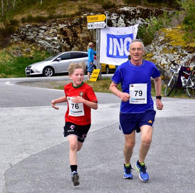 Laurdag vart andre runde i EIkefjord løpskarusell arrangert, med start på Storebru. Her er Matias Bø Blindheim og Hjalmar Bø i aksjon. Alle foto: Ronny Osland