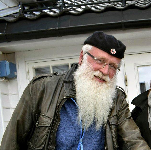 HYLLEST: Alf Henriksen i Frosk har en monolog om KJV på Frosk konsertene. Det er hans hyllest til 200 års jubileet.