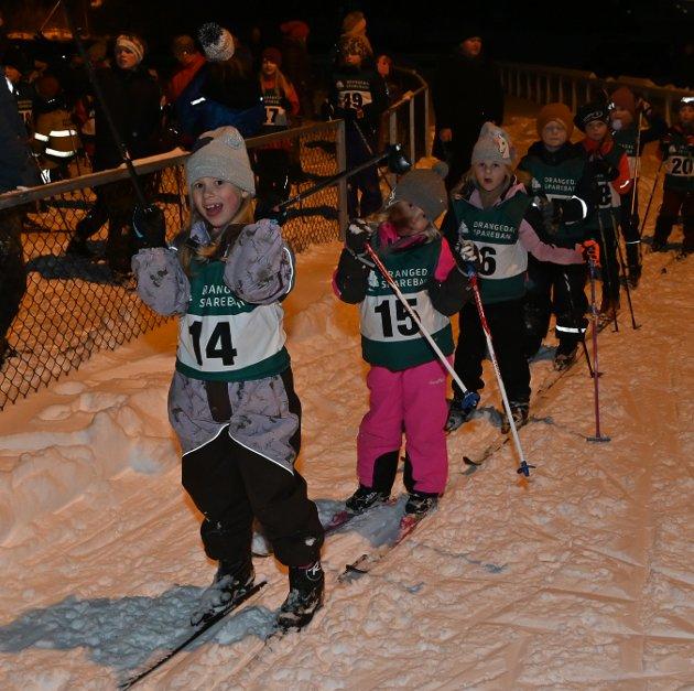 Ayla Marcussen, Alina Aakre Kvernvik og Nelia Støen Bjørvik  leder an i en lang rekke med løpere.
