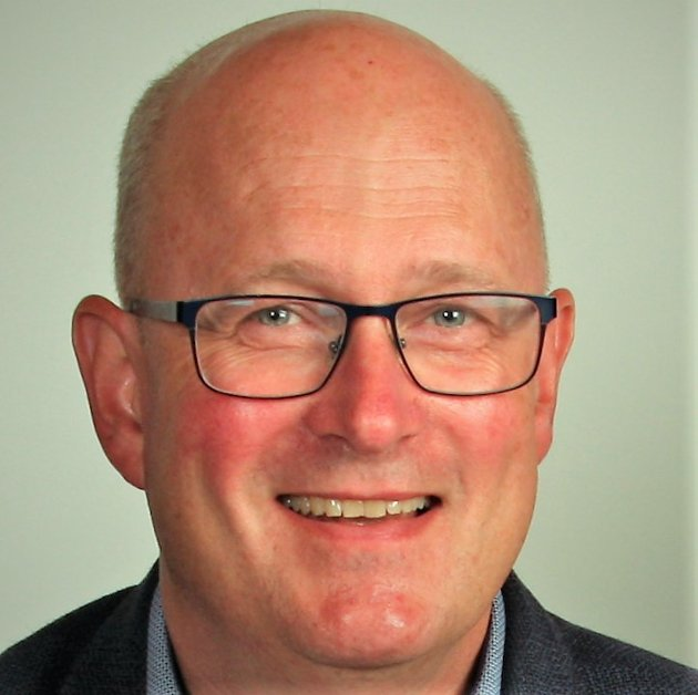 Arbeiderpartiet går til valg på desentralisert utdanning. Det er Sunndal-ordfører Ståle Refstie svært fornøyd med.
