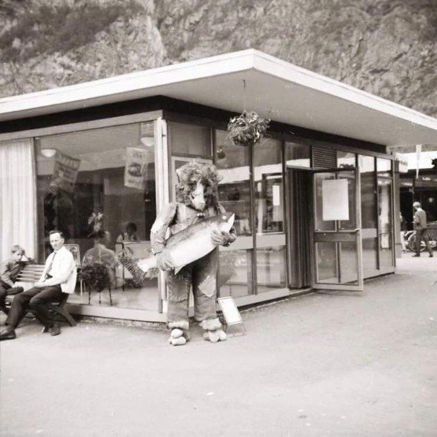 I SENTRUM: Sunndalstrollet plassert i det gamle butikksenteret.