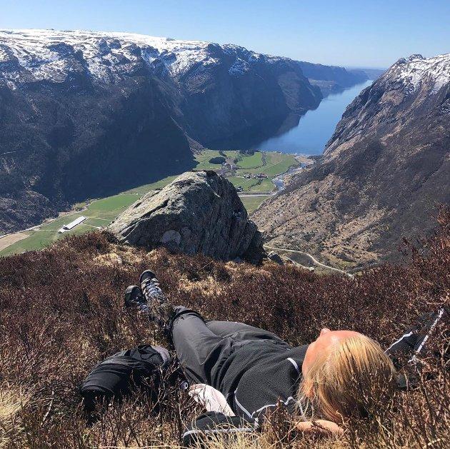 """""""Å slakke i sola på over 700 moh er ikke feil"""", slår @katheelin fast. Bildet er tatt i Ørsdalen i Bjerkreim."""