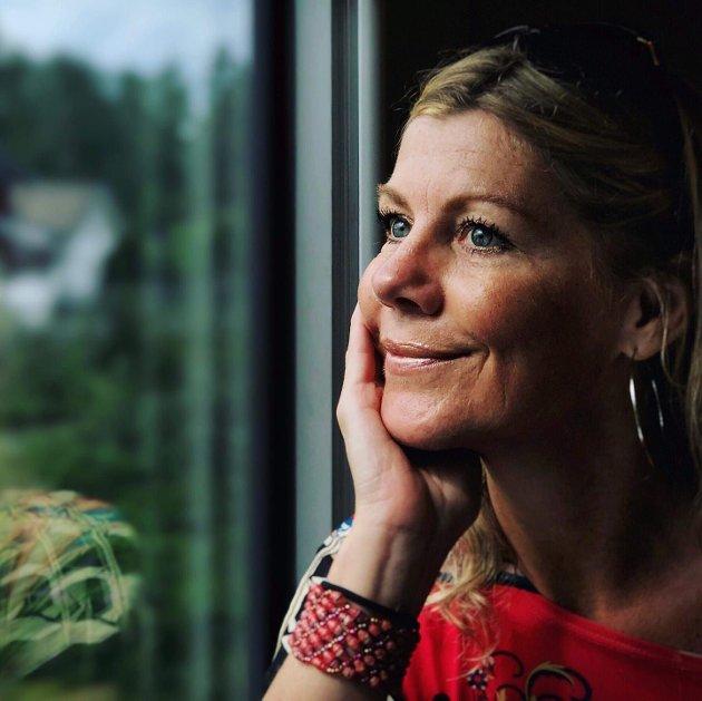 – Jeg synes det er litt flaut å stå med lua i hånda og be om anstendig lønn, skriver Rikka Rivrud, streikende lærer ved Revetal ungdomsskole.