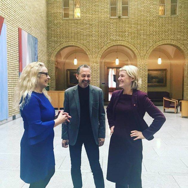 Nordisk treff i vandrehallen – på Stortinget med Ruth Grung og Lars Mejern Larsson.