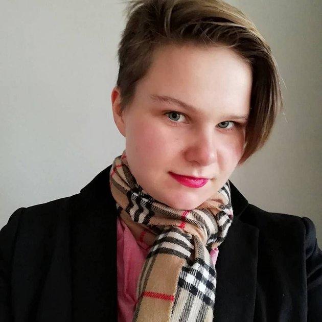 Camilla Bjørnbakken Langen, vara til Viken Grønn Ungdom og nestleder De Grønne Glitrende (MDG sitt regnbuenettverk).