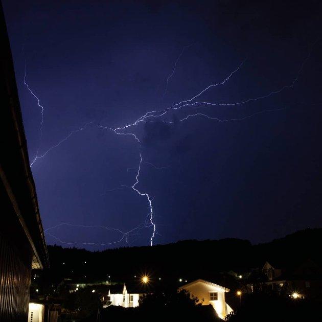 Kraftig lynvær på Hestnes.