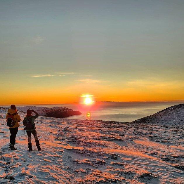 Flott solnedgang i ettermiddag på veg til Veten.