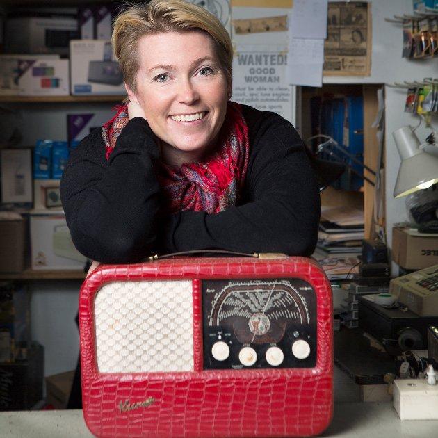 Mari Hagerup er kommunikasjonssjef media i Digitalradio Norge. Hun anbefaler å kjøpe DAB-adapter til gamle FM-radioer.