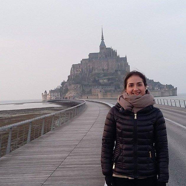 FØR EKSAMENSKJØRET: Elise på utflukt til tidevannsøya  Mont-Saint-Michel.