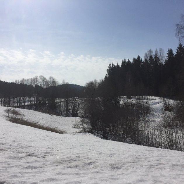 FORTSATT MYE SNØ: Bilder fra Grua fredag ettermiddag viser at det fortsatt er mye snø som skal smelte.